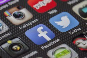 Facbook protiv Twittera
