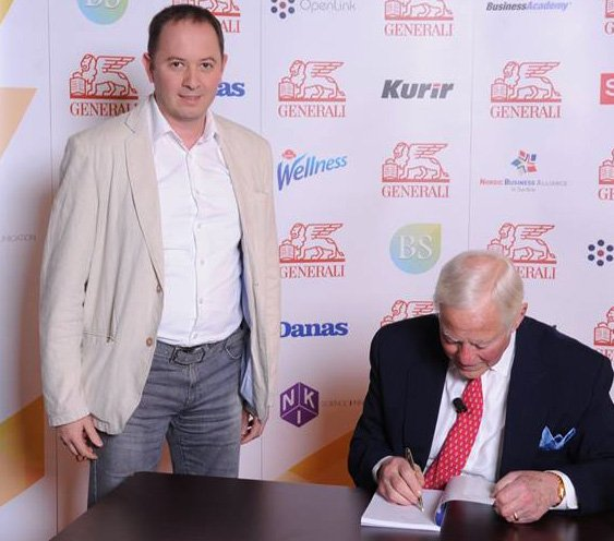 Brajan Trejsi potpisuje knjigu Milanu Todoroviću